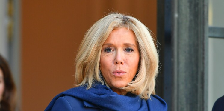 Brigitte Macron : pourquoi elle fait si attention avant d'accepter un selfie
