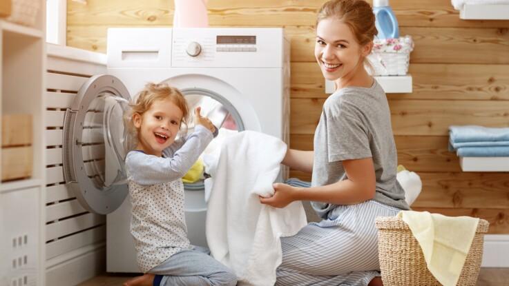 L'astuce facile et rapide pour raviver le blanc de vos vêtements et éliminer les auréoles