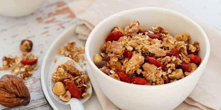 Granola fruits secs, figues et baies de goji