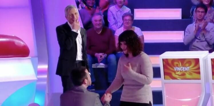 Vidéo - Nagui ému après la demande en mariage d'un candidat dans Tout le monde veut prendre sa place