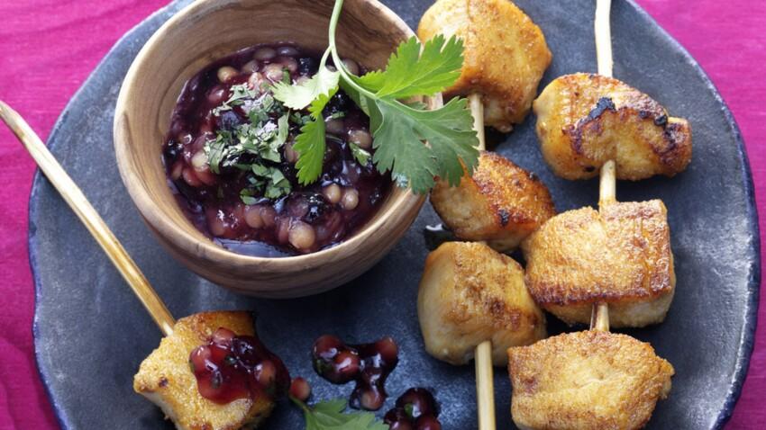 Brochettes de poulet tandoori, sauce de lentilles aux myrtilles sauvages