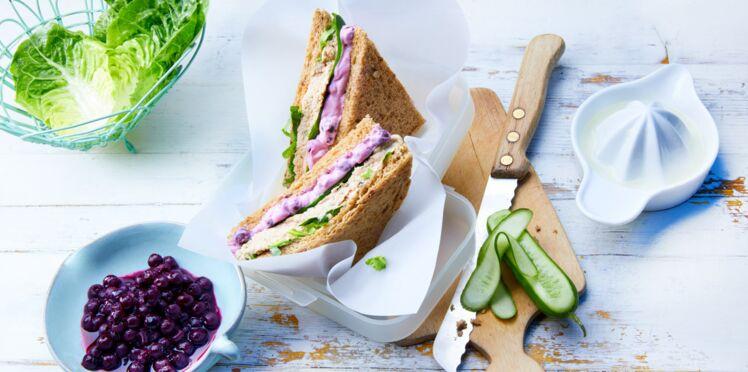 Sandwich à la crème au thon et aux myrtilles
