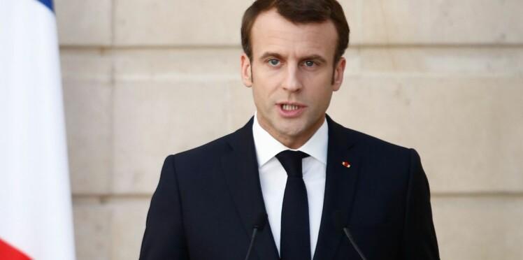 """""""Traverser la rue"""" : Emmanuel Macron s'explique enfin sur sa petite phrase polémique"""