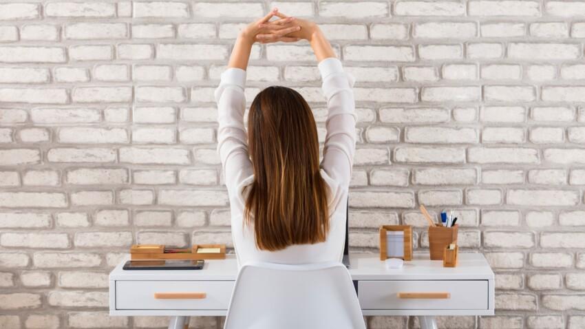 3 étirements à faire derrière son bureau pour éviter les douleurs