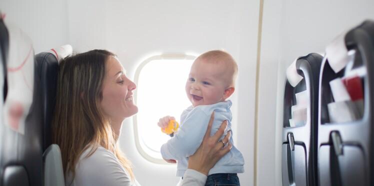 Le geste drôle et touchant d'une maman pour anticiper les pleurs de son bébé dans l'avion