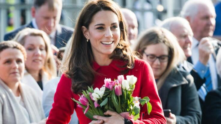PHOTOS – Kate Middleton change de style avec un manteau inhabituel
