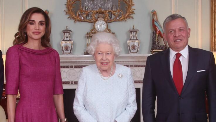 Les raisons de la main violette de la reine Elizabeth II