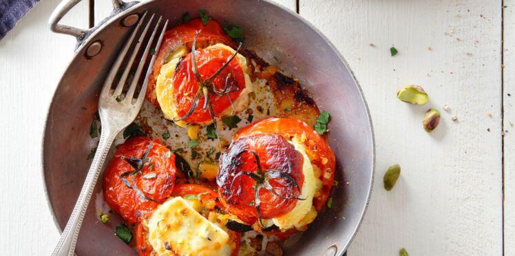 Tomates farcies au mâconnais AOP, quinoa et pistaches concassées