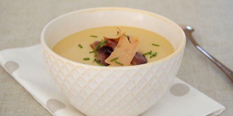 Velouté de haricots tarbais, magret séché et foie gras