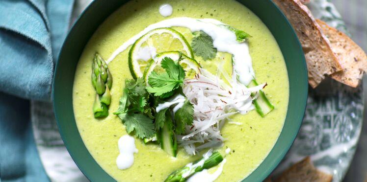 Velouté d'asperges, coco et poireaux au curry vert