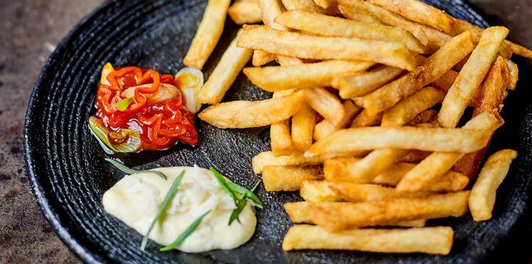 Pommes frites, sauces à larusse et BBQ