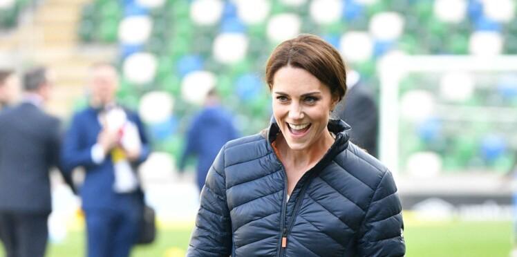 Vidéo - Quand le prince George se moque des performances de sa mère Kate Middleton au football