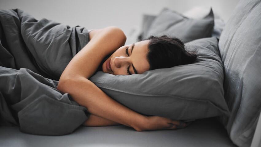 Sommeil : se scotcher la bouche, une nouvelle méthode surprenante pour mieux dormir