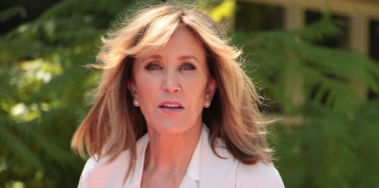 Photos - Felicity Huffman (Desperate Housewives), arrêtée à son domicile par le FBI
