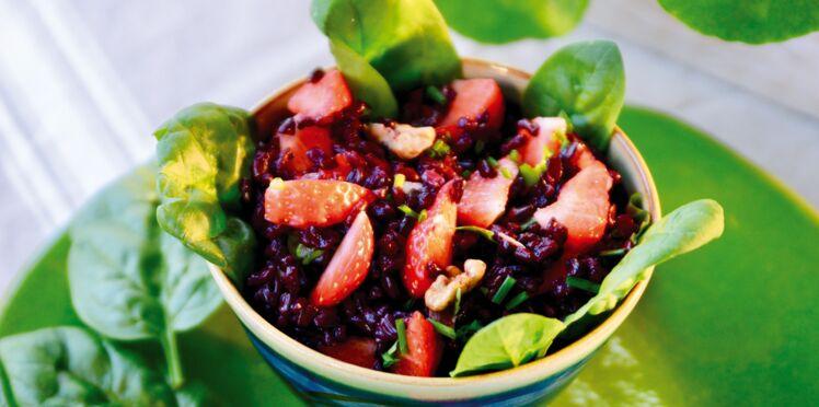 Salade de riz sauvage aux fraises de France