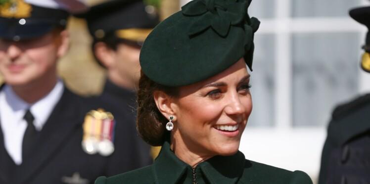 Kate Middleton, sublime en manteau Alexander McQueen pour fêter la Saint-Patrick (elle est rayonnante !)
