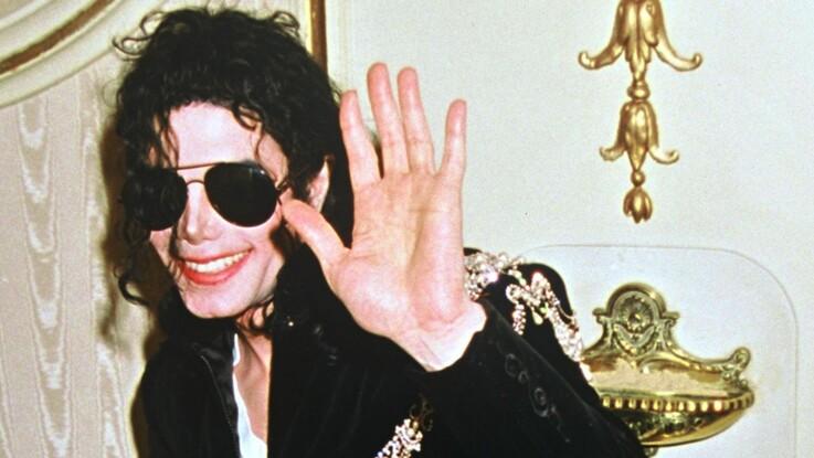 """""""Du porno et des bonbons"""" : le témoignage choc de James Safechuck sur Michael Jackson"""