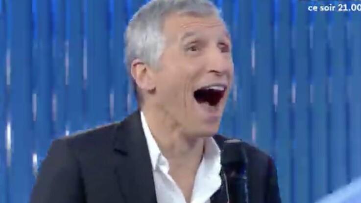 N'oubliez pas les paroles : une choriste dévoile par accident son soutien-gorge, Nagui réagit avec humour