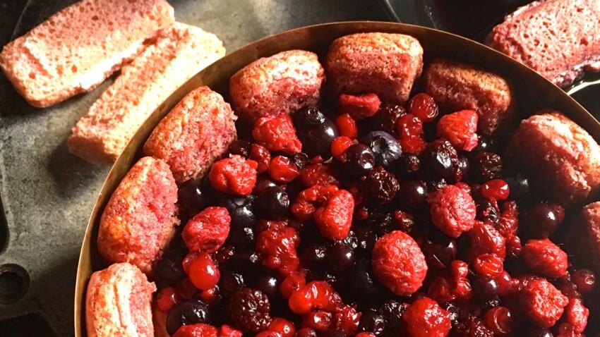 Charlotte aux fruits rouges à la liqueur de cassis