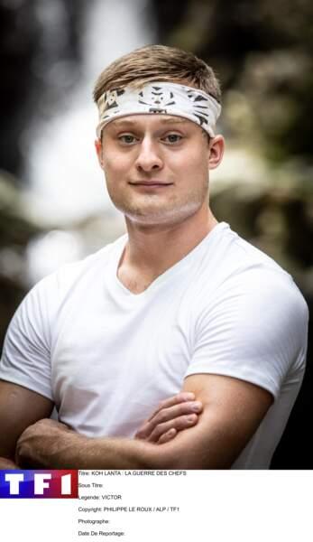 Victor, 25 ans. Moniteur de parachutisme. Alsace