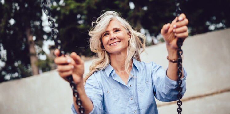 Cheveux gris : 4 astuces pour les rendre plus beaux