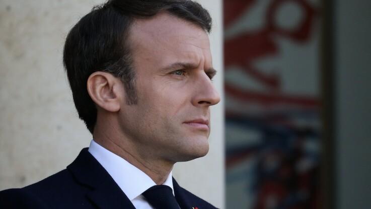 Emmanuel Macron : quand le président remercie ses anciens collaborateurs avec des cadeaux...et des avertissements !