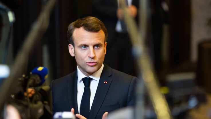 Emmanuel Macron : ce drôle de SMS qu'il envoie à tous ses collaborateurs