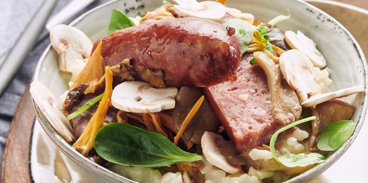 Risotto crémeux au brillat-savarin, poêlée de champignons et saucisse de Montbéliard