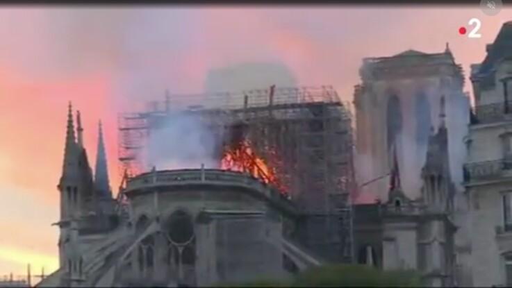 VIDÉO - Incendie de Notre-Dame de Paris : les effroyables images