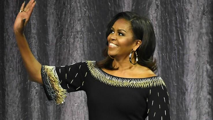 709e072d28b29 Michelle Obama ose le costume satiné façon pyjama (et elle est canon ...