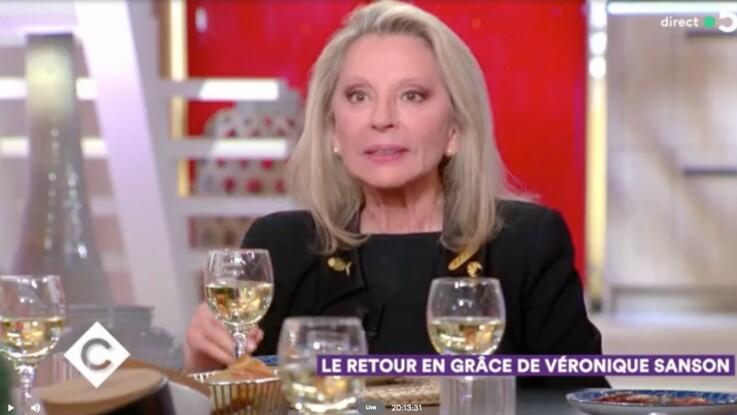 """VIDÉO - Véronique Sanson, recalée par un célèbre chanteur de 25 ans : """"Je n'étais pas sa tasse de thé"""""""