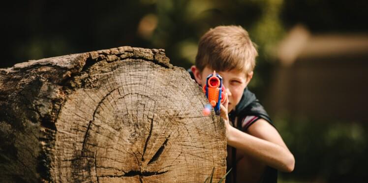 Armes jouets : dois-je laisser mon enfant s'amuser avec des pistolets factices ?