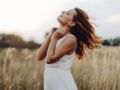 5 erreurs beauté à bannir qui rendent vos cheveux gras