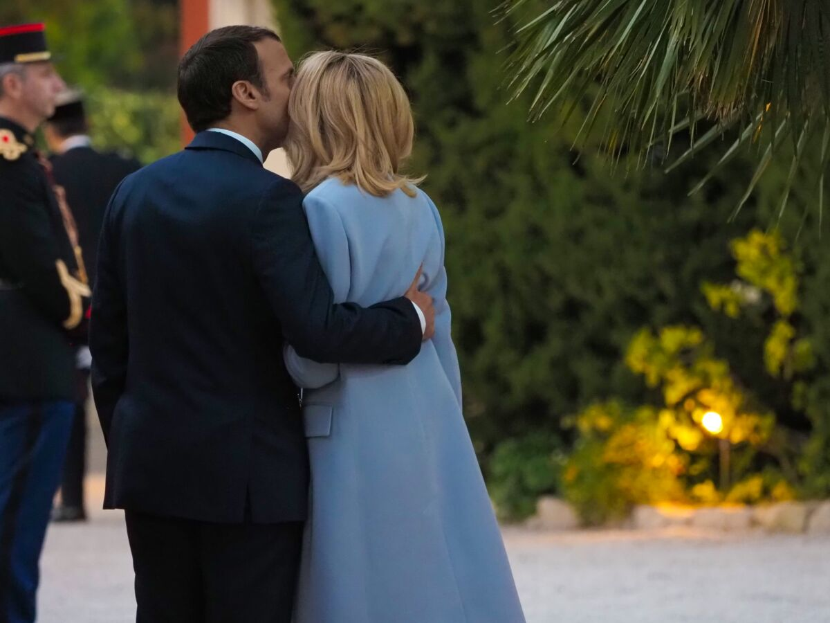 Emmanuel Et Brigitte Macron Ces Baisers Langoureux Qui Choquaient Leur Entourage Femme Actuelle Le Mag