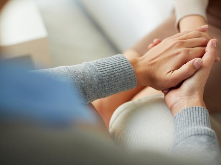 32d1fc18fc9 Agression ou violence sexuelle   5 conseils pour aider un proche victime   Femme  Actuelle Le MAG