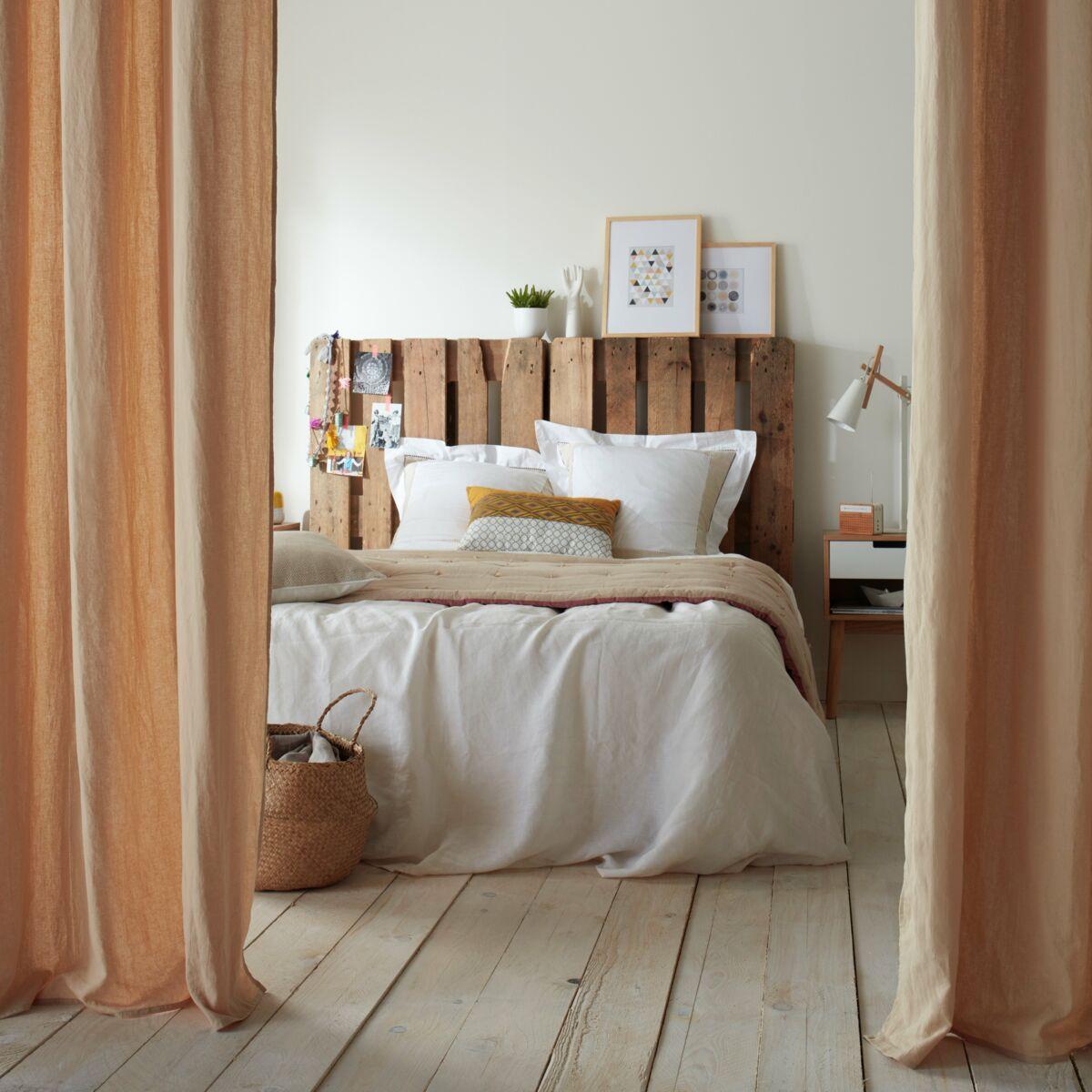 Fabriquer Un Lit En Bois recyclage : 3 pistes pour fabriquer sa tête de lit : femme