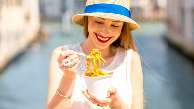 """Cheat meal ou """"repas de triche"""" : qu'est-ce que c'est et aide-t-il vraiment à perdre du poids ?"""