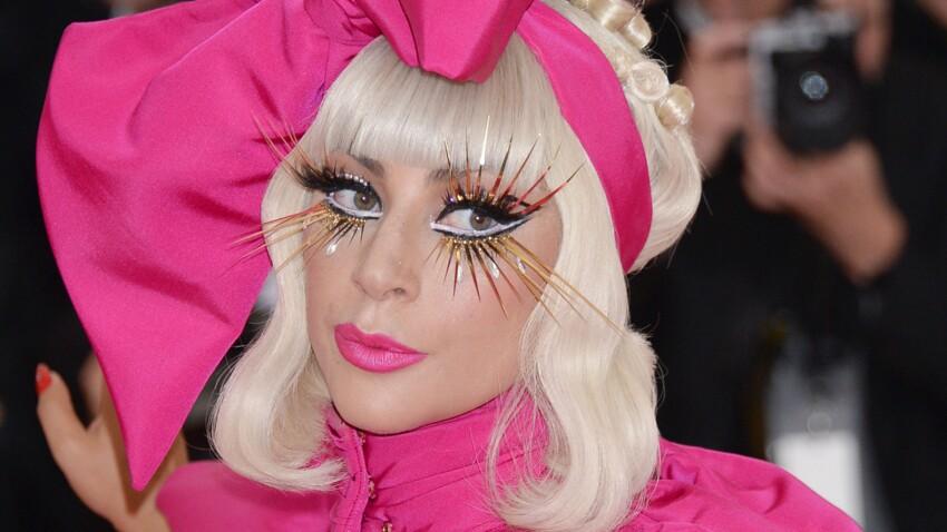 Photos - Lady Gaga plus sexy que jamais, la chanteuse fait le show lors d'un strip-tease ultra-glamour au Met Gala 2019 !