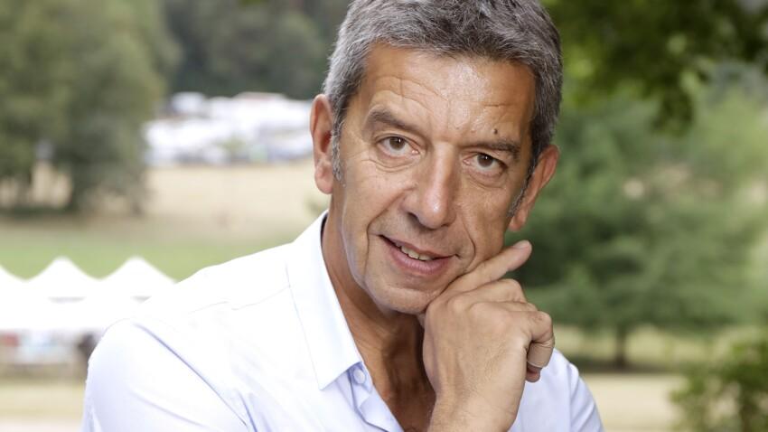 Michel Cymes : pourquoi le célèbre médecin du PAF ne porte-t-il pas d'alliance alors qu'il est marié ?