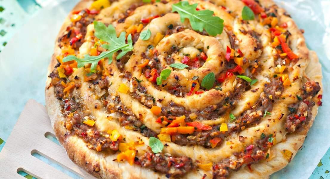 Pizza escargot à la viande et aux poivrons