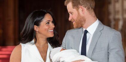 8f44470c681bb Photos - Naissance du royal baby   comment Harry et Meghan se différencie  de Kate et