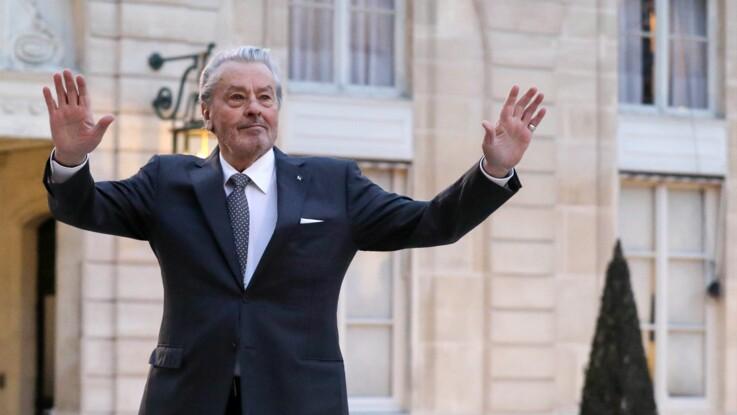 """Alain Delon """"misogyne"""" et """"raciste"""" ? Il est visé par une pétition contre sa Palme d'Or à Cannes"""