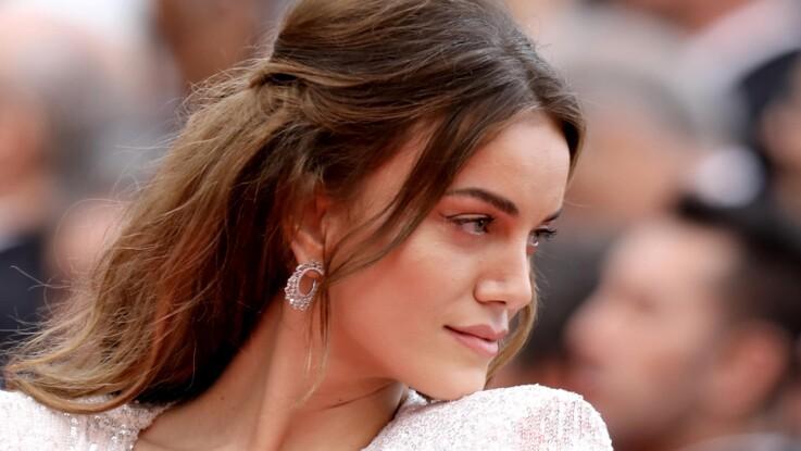 7408b581910485 Cannes : Premier accident de robe et un sein dévoilé sur le tapis ...