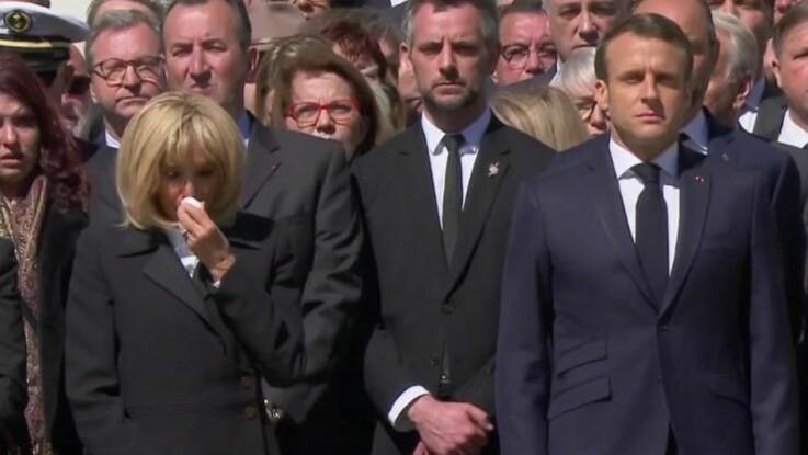 VIDÉO - Brigitte Macron fond en larmes durant l'hommage national aux deux soldats tués