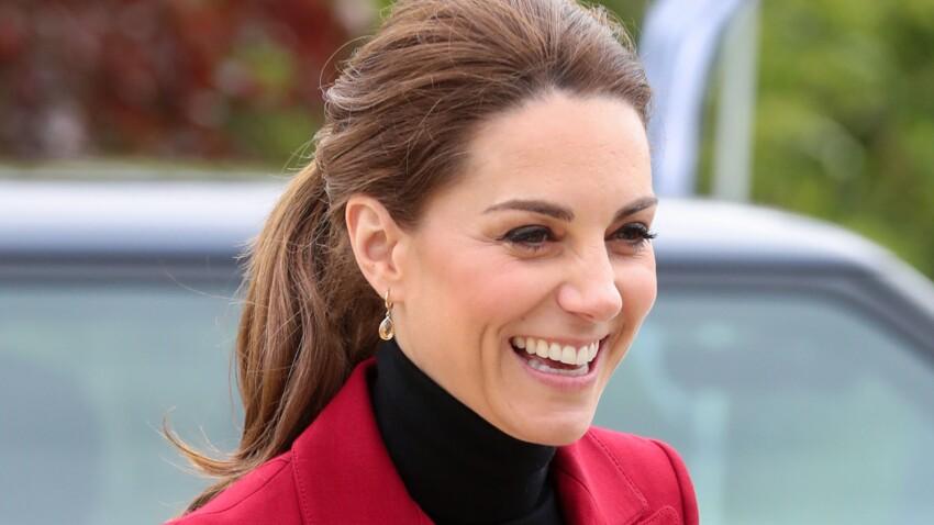 Photos - Kate Middleton renversante dans une de ses robes préférées : oups, un coup de vent dévoile ses jambes !