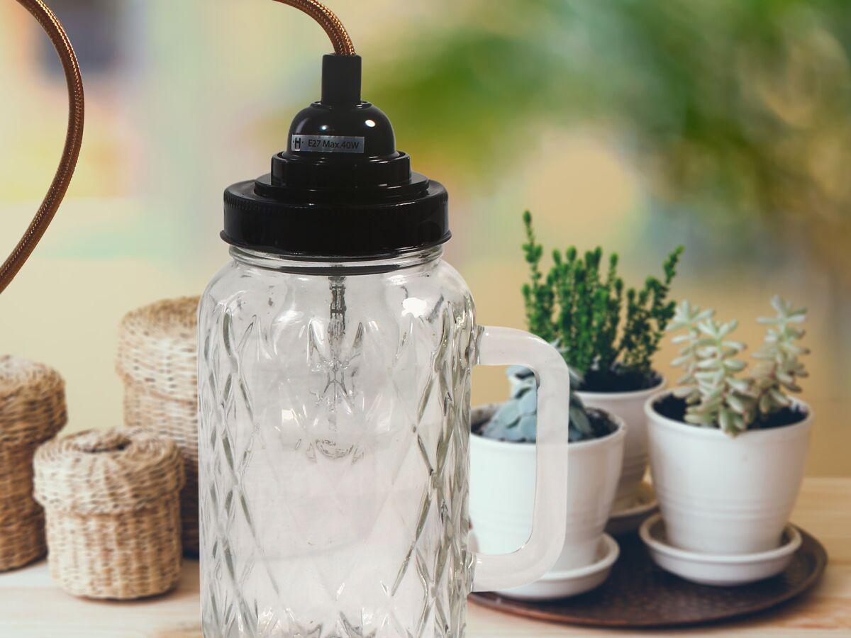Comment Customiser Une Lampe De Chevet tuto facile : comment faire une lampe baladeuse : femme