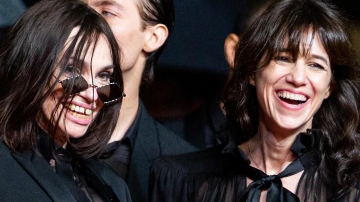 Photos - Charlotte Gainsbourg, mini short en cuir et soutien-gorge apparent, Béatrice Dalle, total look noir et provoc' : quand le duo de choc monte les marches à Cannes...