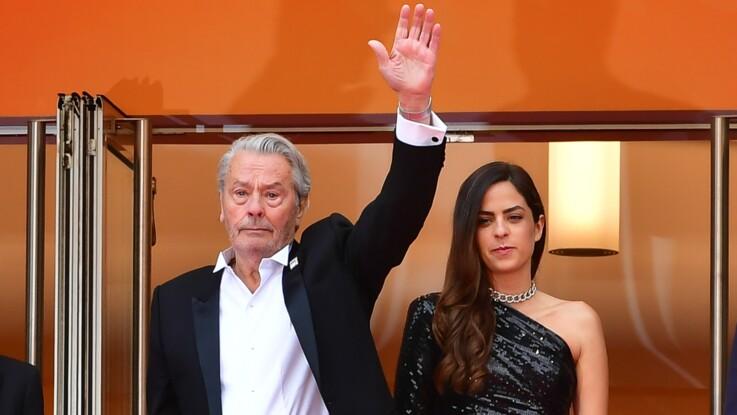 Photos - Alain Delon ému au Festival de Cannes, au bras de sa fille Anouchka Delon