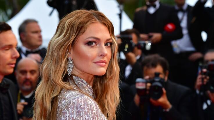 Photos - Caroline Receveur sublime dans une robe transparente, sans soutien-gorge, au Festival de Cannes