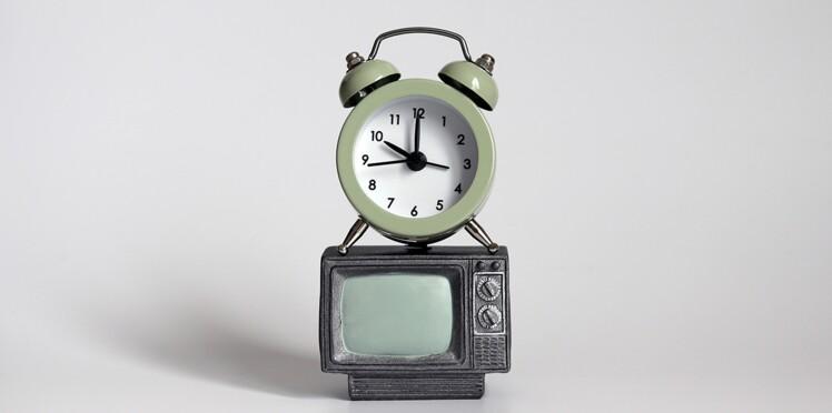 Télé : les programmes du soir vont-ils enfin commencer à l'heure ?